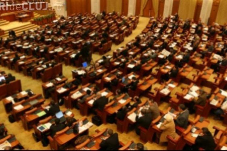 Deputaţii scot bani din buzunar după ce le-au fost impuse măsuri de austeritate