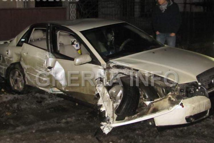 Accident la Iclod! Un Audi a intrat în poarta unei case și a rupt o țeavă de gaz- VIDEO