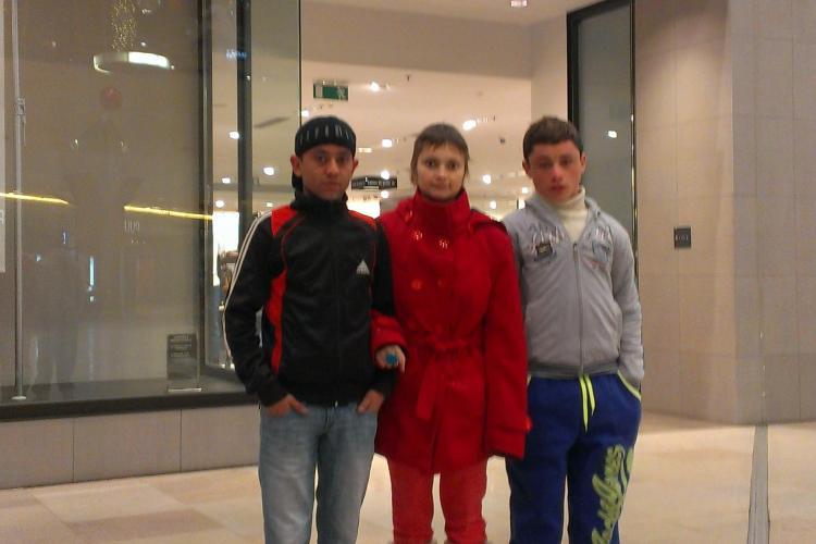 Tineri cu insuficiență renală, brutalizați de firma de pază a Iulius Mall Cluj. VEZI poziția centrului comercial - VIDEO