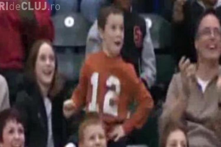 Un puști a dansat la un meci din NBA și a devenit FAIMOS în SUA - VIDEO