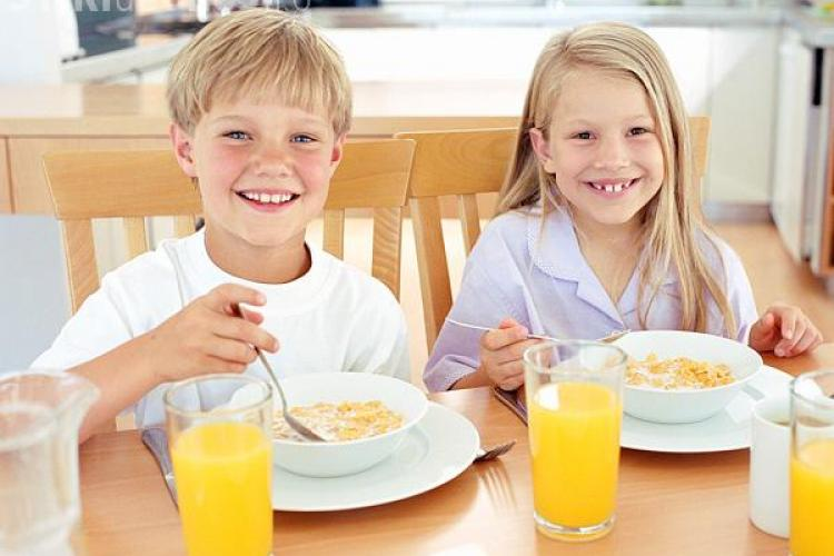Micul dejun îți face copilul mai deștept? Vezi ce spun cercetătorii