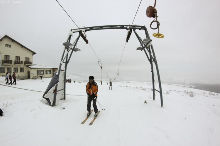 Jurnaliștii clujeni, instruiți în tainele schiului de salvamontiști, pe pârtia de pe Feleac - FOTO