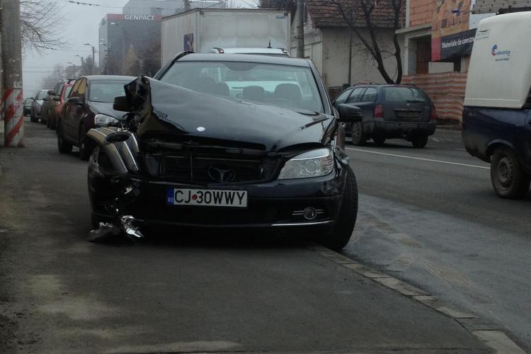 Mercedesul milionarului Liviu Ciupe, patronul Remat Zalău, implicat într-un accident în Cluj-Napoca, pe Brâncuși