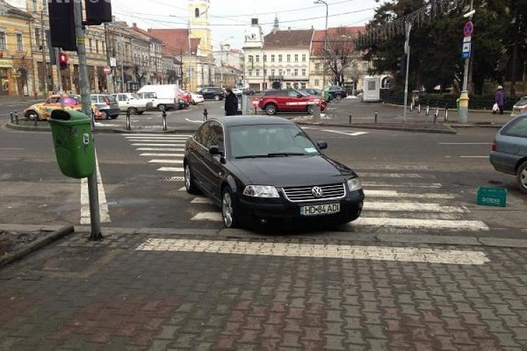Un magistrat de la Judecătoria Cluj-Napoca, suspectat că ar fi parcat pe trecerea de pietoni la Diesel