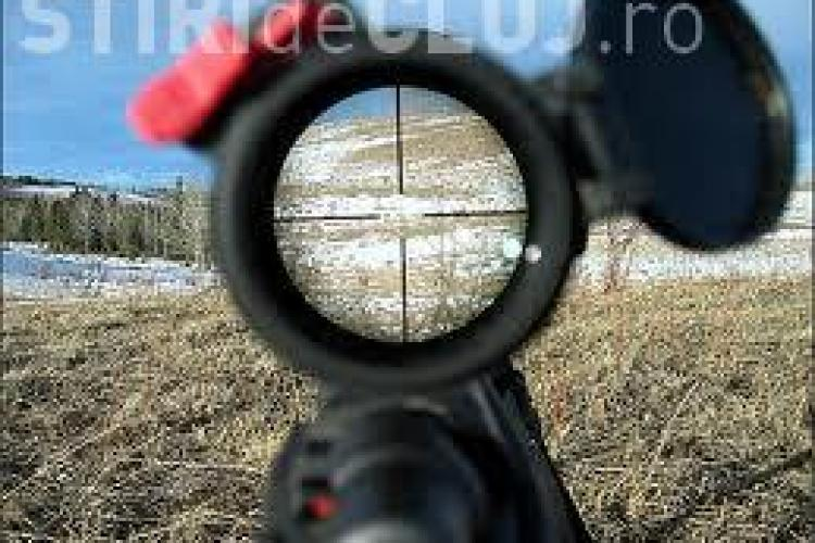 Un NEBUN din Gheorgheni a tras cu pușca, din balcon, după un porumbel, omorându-l