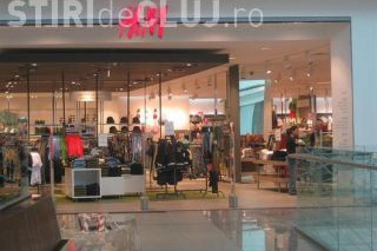 """""""RABLA"""" și la haine. H&M îți dă bani și la CLUJ pe hainele vechi. Unde trebuie să le DUCI"""