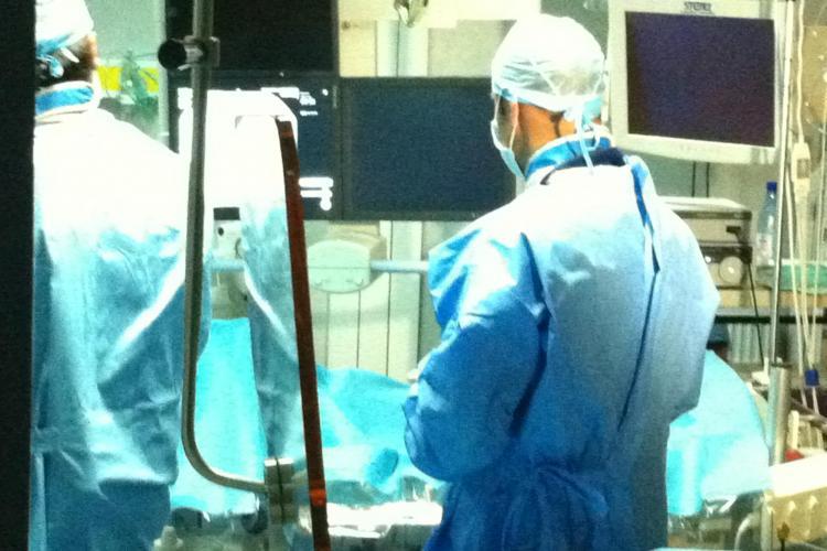 Va doare spatele? Acum s-a realizat in premiera in Romania operatia de epiduroscopie, minim invaziva. Pacientul pleaca in aceeasi zi acasa!