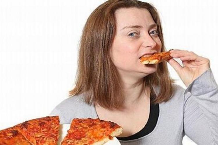"""A mâncat pizza timp de 31 de ani, iar acum viața îi e pusă în pericol: """"Mi-e frică de fructe şi legume!"""""""
