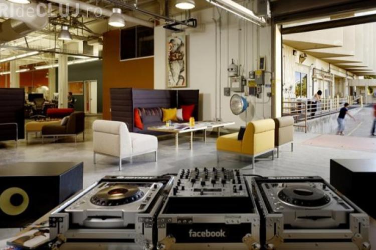 Cum este să lucrezi la Facebook? Imagini din campusul din Silicon Valley - VIDEO