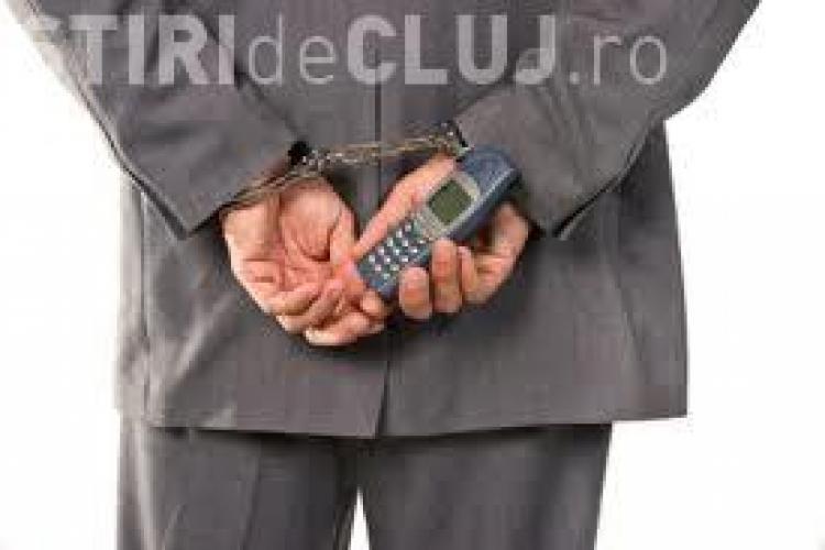 Cum sunt introduse telefoanele mobile în închisori? Vezi care e explicația directorului ANP