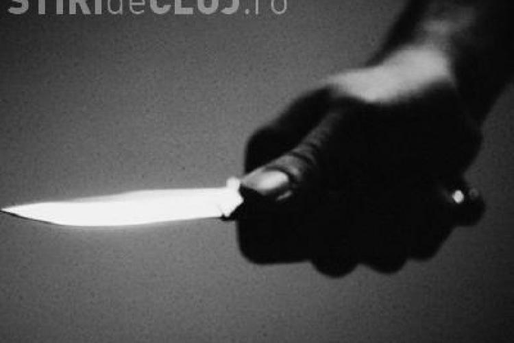 Fată de 15 ani din Cluj, atacată cu cuțitul de un bărbat cunoscut pe FACEBOOK