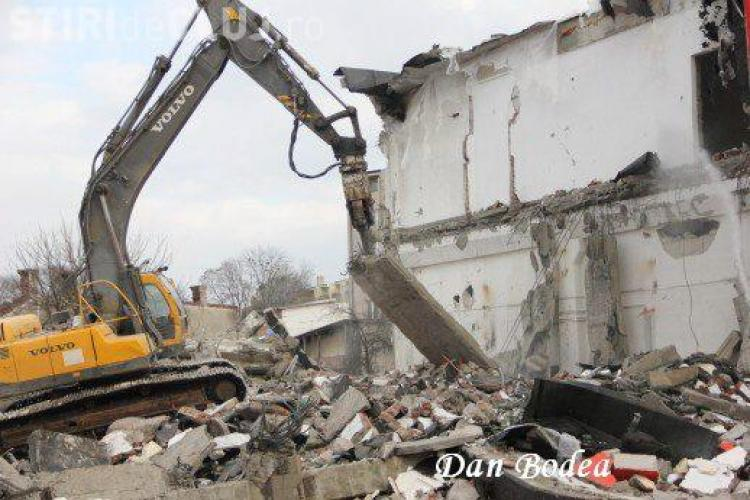 Fabrica Ursus este demolată de muncitori - FOTO