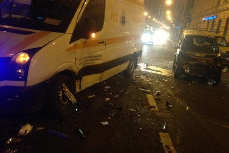 Accident la Melody. Un Smart a intrat într-o Ambulanță - VIDEO