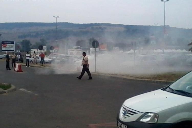 Autoturism incendiat pe Aleea Padin
