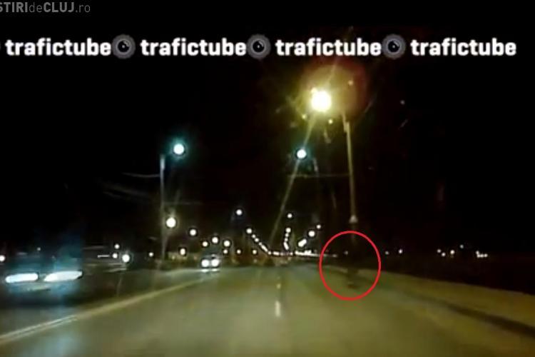 Bicicliștii clujeni, PERICOL PUBLIC noaptea. Șoferii îi disting cu greu - VIDEO