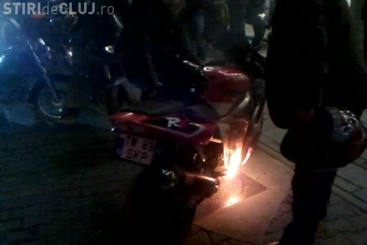 O motocicletă a luat foc la lansarea filmului Rocker, de la Cinema Florin Piersic - VIDEO