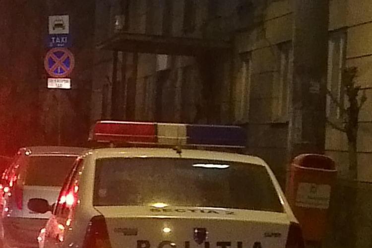 ABUZ! Polițist din Cluj claxonează un șofer parcat în stația de autobuz și apoi îi iau locul - FOTO