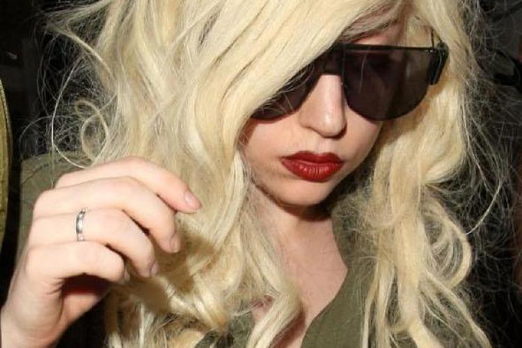 Șoc în lumea muzicală: Lady Gaga a ajuns în scaun cu rotile
