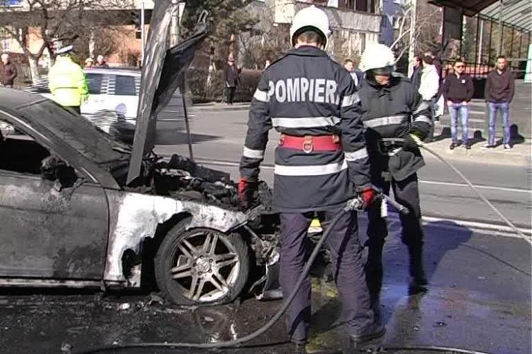 Mercedesul care a luat foc pe Calea Mănăștur era NOU - VIDEO