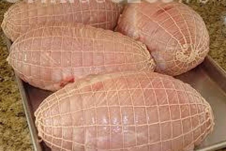 Un nou scandal alimentar a izbucnit în România. O fermă a exportat carne de curcan toxică