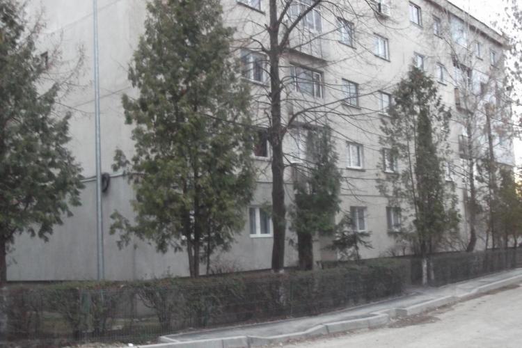 Abonații Romtelecom din Mănăștur lăsați fără ton la telefon pentru că se asfaltează strada