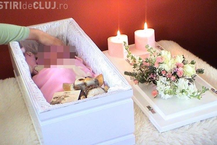 EXCLUSIV Un bebeluş de un an din Cluj a murit în condiţii suspecte. Protecţia Copilului nu a mers la caz pentru că nu avea carburant UPDATE