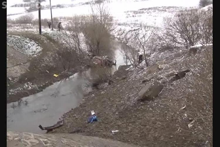 Accident la Sânpaul! Cinci studenți au plonjat cu mașina în Nadăș, de la 10 metri înălțime - VIDEO