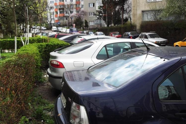 LICITAȚII pentru atribuirea locurilor de parcare lângă bloc. Dispare regula: Câștigă cel care depune primul cererea pentru parcare - VIDEO