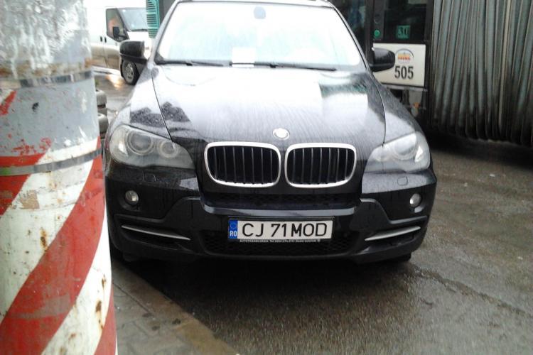 SPIRIT CIVIC de CLUJ! Bărbat revoltat pentru că fostul deputat Petru Călian nu e amendat, deși a parcat AIUREA în față la SORA - FOTO