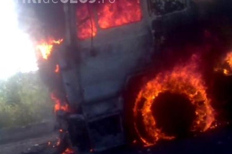 Un camion a luat foc pe centura Vâlcele-Apahida