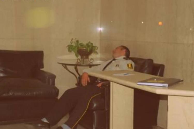 FOTO amuzante cu oameni care dorm la locul de muncă