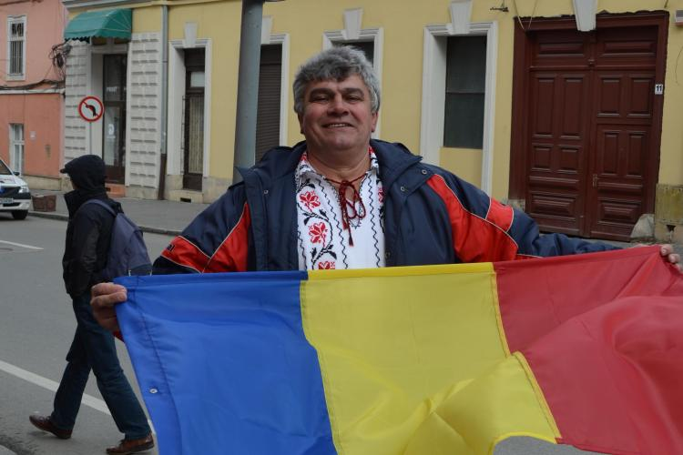 Un clujean din Mănăștur a arborat TRICOLORUL la Ziua Maghiarilor de Pretutindeni - FOTO