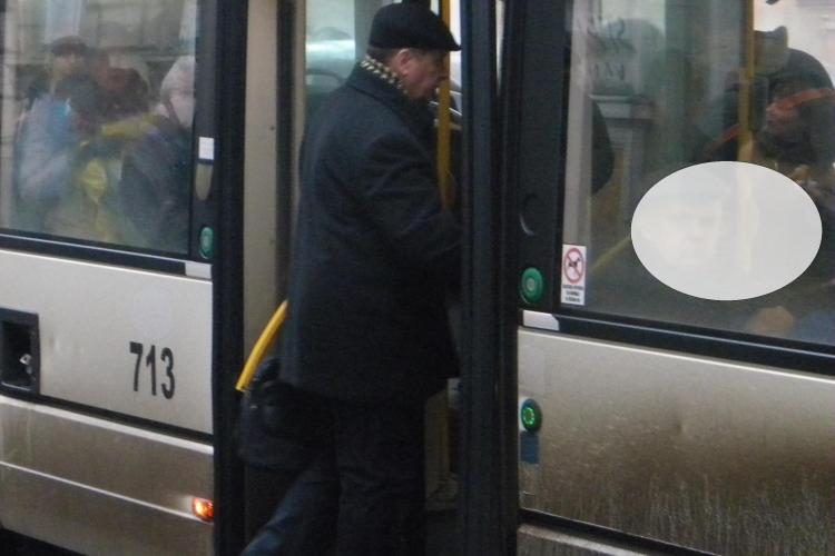 Poveste GRAVĂ din troleibuzul 25, relatată de o clujeancă: Un ciudat se masturba lângă mine. Un polițist l-a prins și i-a dat numai o palmă după cap