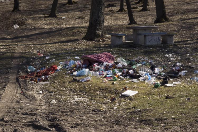 Camping românesc. La Hoia au apărut gunoaiele după prima zi cu soare - FOTO