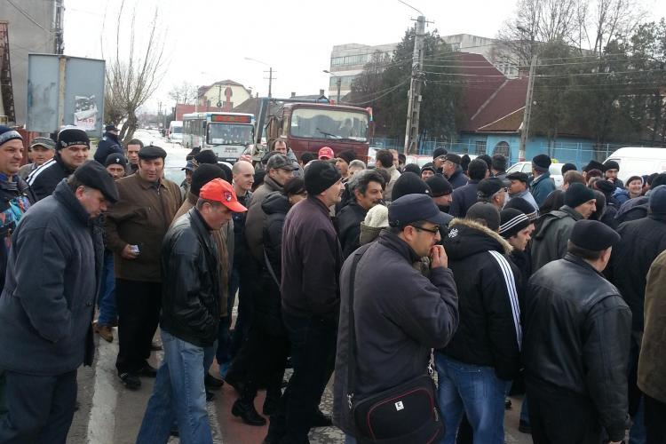 Foștii angajați de la Mechel Câmpia Turzii au blocat drumul european E60 - FOTO