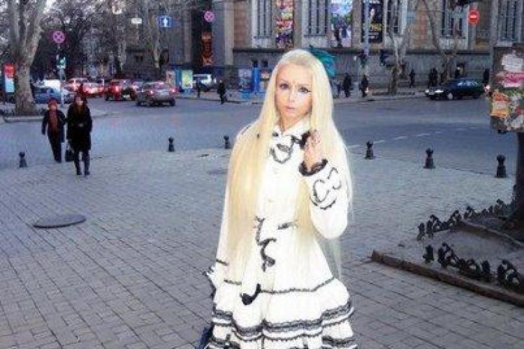 """""""Femeia Barbie"""" a pozat goală. Vezi cu ce poză și-a impresionat fanii FOTO"""