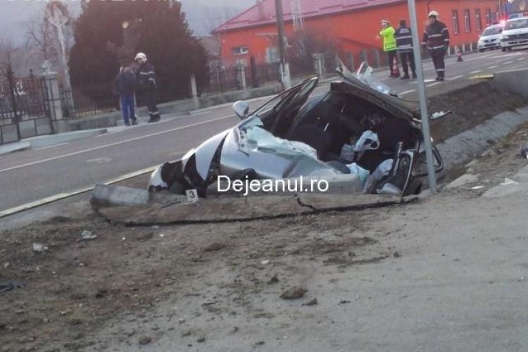 Accident cu doi morți la Căşeiu. O mașină s-a izbit într-un cap de pod - VIDEO