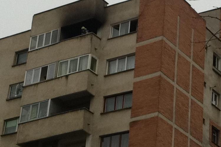 Arde un apartament de pe Nicolae Titulescu - FOTO