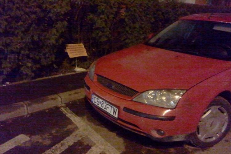 Șoferul cu anunțul: NU PARCA DEZUMFLU ROȚI, VOPSESC PARBRIZE, ZGÂRII TOT, în colimatorul Poliției Locale - FOTO