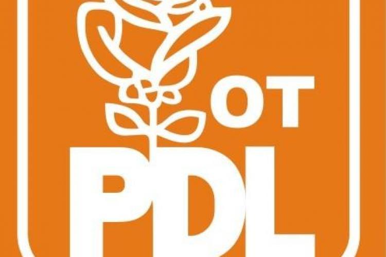 Tinerii PDL Cluj PROTESTEAZĂ de 1 Aprilie, sărbătorindu-l pe Cel Mai Mare Păcălici al României