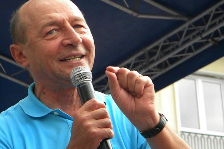 Băsescu prezent la Convenţia PDL: Revin în politică, dar eu decid masa la care mă așez