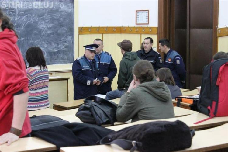 UBB Cluj ocupată de studenți. UPDATE: Rectorul Ioan Aurel Pop s-a speriat de protestatari. VEZI ce pretenții au