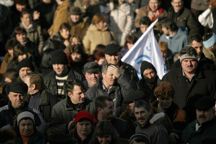 Angajaţii Mechel protestează la București, în faţa Guvernului