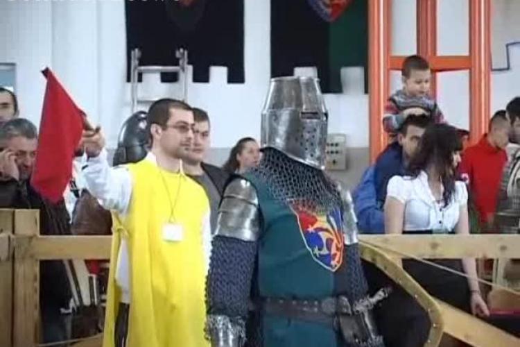 Turnir medieval la Cluj. Cavalerii s-au bătut pe bune, cu săbii și armuri de 30 de kilograme - VIDEO