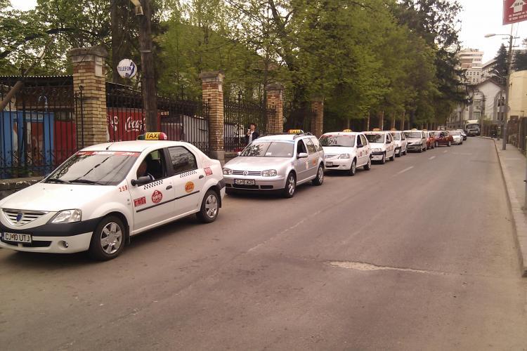Caz CRAS de nesimțire a taximetriștilor clujeni! Puțini știu că îi pot reclama la Primărie și suspenda LICENȚA