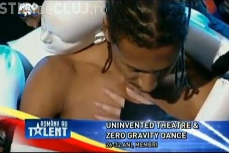 ROMÂNII AU TALENT! Un tânăr a dansat cu manechinul Eva. Juriul s-a ridicat în picioare - VIDEO