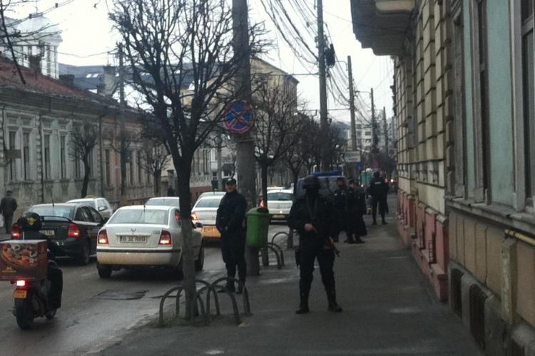 Simulare cu mascați la Curtea de Conturi Cluj - FOTO