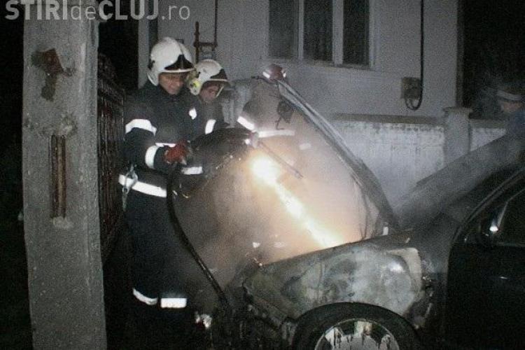 Un autoturism a ars la Cuzdrioara - VIDEO