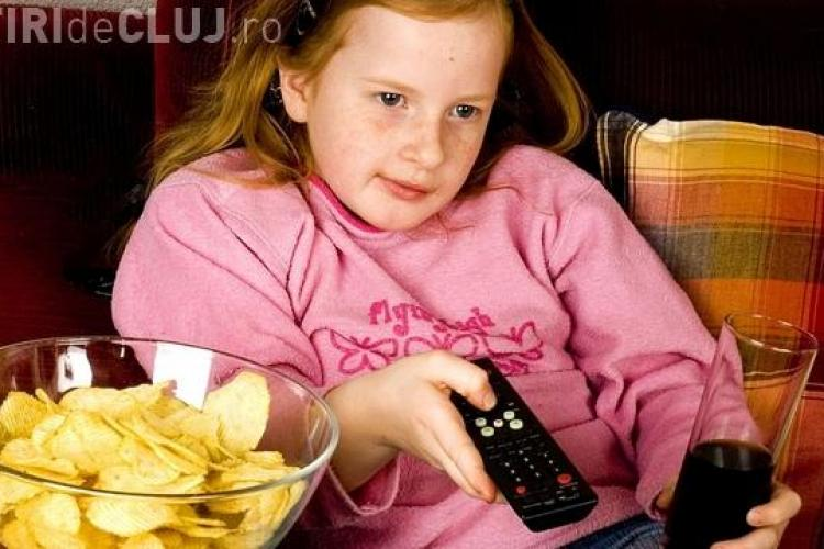 De ce nu trebuie să mănânci în fața televizorului?
