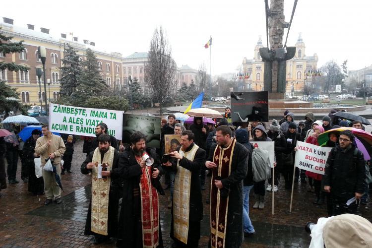 Marș pentru viață și împotriva avorturilor la Cluj. Circa 100 de oameni au ieșit în stradă - FOTO